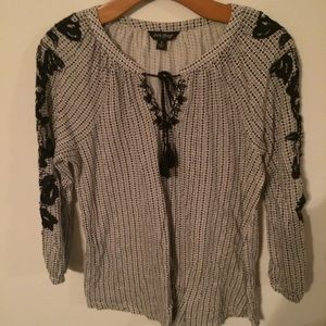 Lucky Brand Top w Embroidered Sleeves
